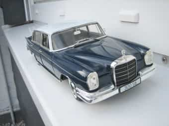 Revell--Mercedes Benz 300 SE in